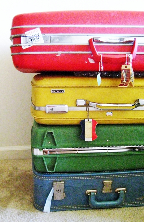 vintage-suitcase-table-via-texas_inetgiant
